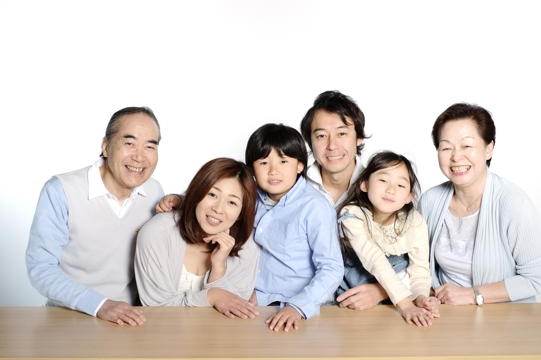 思い出の集合写真は、家族が笑顔になれるかにパーティーで!